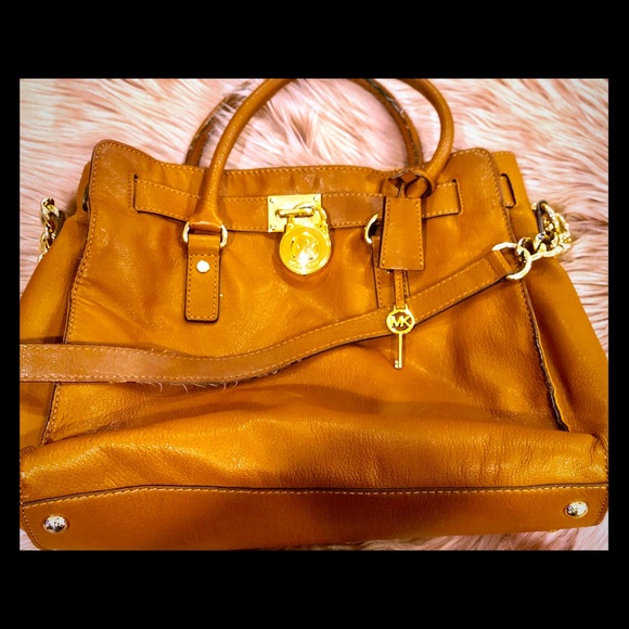Michael Kors Handbags - Authentic leather Micheal Kors Purse